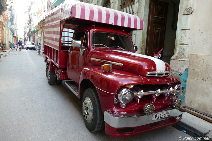 Oldtimer Bus in Havanna